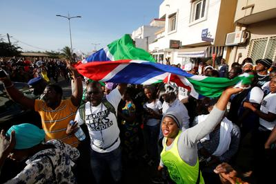 Senegal's army enters Gambia to install elected...