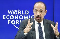 El ministro de Energía de Arabia Saudita, Khalid al-Falih, en el Foro Económico Mundial en Davos, Suiza. 19 de enero 2017.El ministro de Energía de Arabia Saudita, Khalid al-Falih, dijo el viernes que 1,5 millones de barriles de petróleo por día de los 1,8 millones pactados en un acuerdo de reducción del bombeo habían salido del mercado en enero.  REUTERS/Ruben Sprich