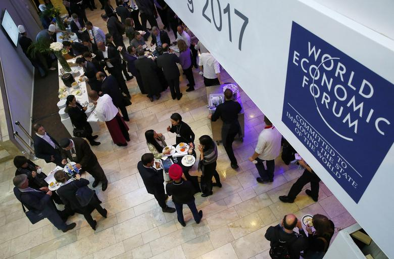 Attendees take a lunch break during the World Economic Forum (WEF) annual meeting in Davos, Switzerland January 20, 2017.  REUTERS/Ruben Sprich