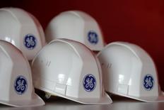 General Electric a annoncé vendredi un bénéfice trimestriel en hausse de 35,7%, porté par le dynamisme de ses activités dans l'électricité et les énergies renouvelables, tout en confirmant ses prévisions de croissance et de bénéfice 2017. /Photo prise le 21 novembre 2016/REUTERS/Stéphane Mahé