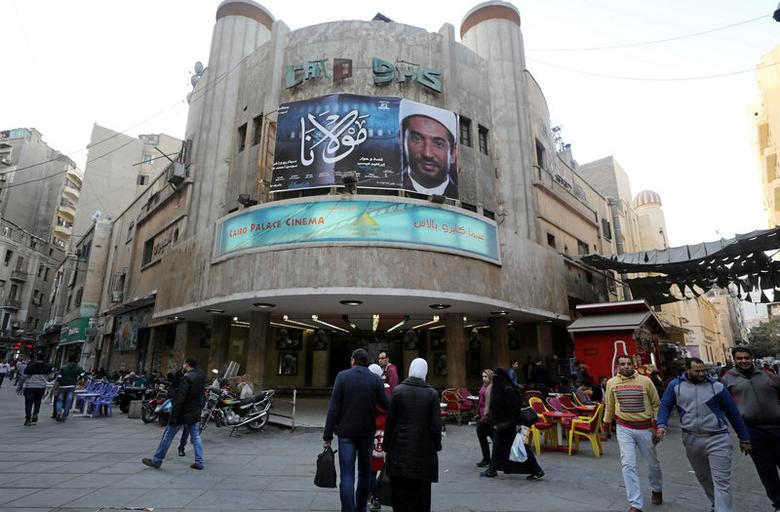 Egyptians walk past an advertisement featuring the Egyptian film ''Mawlana'' (''The Preacher'') at a cinema in Cairo, Egypt January 23, 2017. REUTERS/Mohamed Abd El Ghany