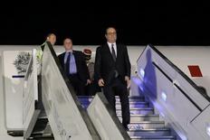 El presidente francés Francois Hollande llega a una base militar en Bogotá. 22 de enero de 2017. Ministerio de Relaciones Exteriores de Colombia/via Reuters. ATENCIÓN EDITORES - SOLO PARA USO EDITORIAL. ESTA IMAGEN HA SIDO ENTREGADA POR UN TERCERO Y SE DISTRIBUYE EXÁCTAMENTE COMO LA RECIBIÓ REUTERS COMO UN SERVICIO A SUS CLIENTES.