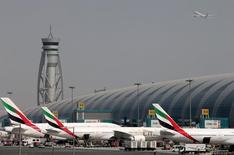 L'aéroport international de Dubaï a conservé en 2016 sa place de numéro un mondial en volume de trafic international. /Photo d'archives/REUTERS/Ashraf Mohammad
