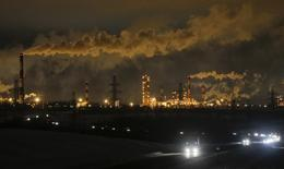 Vista general de la refinería de petróleo Slavneft-YaNOS en Yaroslavl en Rusia. 18 de enero 2017. La producción de petróleo y gas condensado de Rusia promedió 11,1 millones de barriles (bpd) entre el 1 y el 25 de enero, dijeron el jueves dos fuentes de la industria. REUTERS/Maxim Shemetov