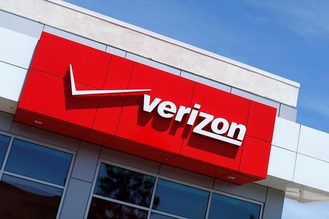 The Verizon logo is seen on one of their retail stores in San Diego, California, U.S. April 21, 2016.  REUTERS/Mike Blake/File Photo