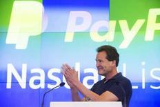 Глава Paypal Дэн Шульман. Оператор электронной платежной системы PayPal Holdings Inc в четверг обнародовал сдержанный прогноз на фоне непредсказуемых колебаний валютных курсов и усиления конкуренции на рынке. REUTERS/Lucas Jackson