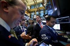La Bourse de New York a terminé sans grand changement vendredi. L'indice Dow Jones a perdu 7,13 points, soit 0,04%. /Photo prise le 25 janvier 2017/REUTERS/Brendan McDermid