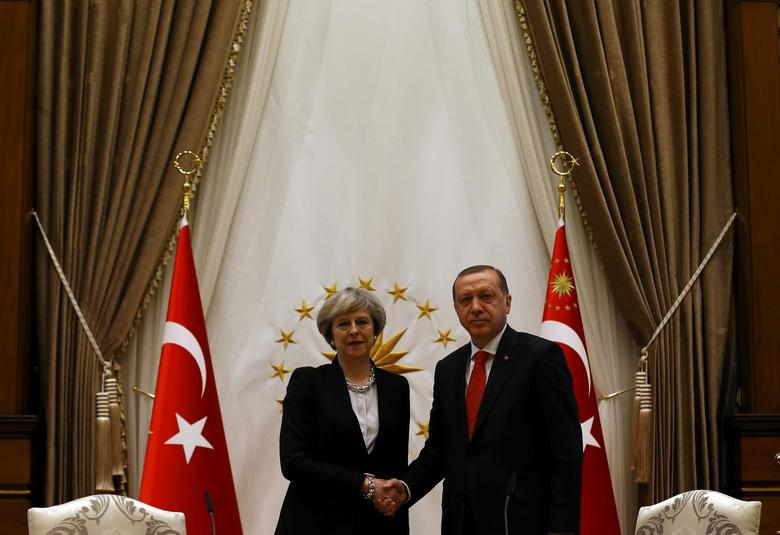Britain's Prime Minister Theresa May shakes hands with Turkish President Tayyip Erdogan after their meeting at the Presidential Palace in Ankara, Turkey, January 28, 2017.  REUTERS/Umit Bektas