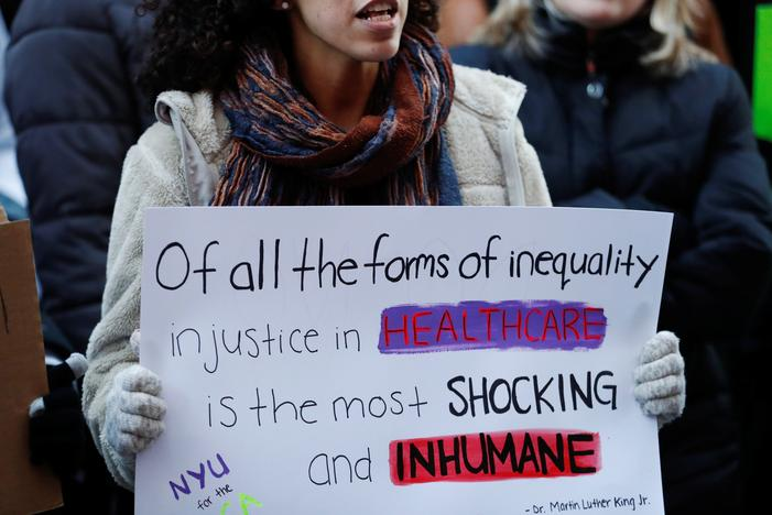 Northwestern medical students, faculty rally to try to save Obamacare – Reuters