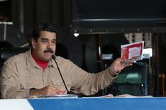 El presidente de Venezuela, Nicolás Maduro, habla durante un encuentro con trabajadores de la planta siderúrgica de Sidor en Puerto Ordaz, Venezuela, 29 de enero de 2017. Palacio de Miraflores/cortesía. REUTERS ATENCIÓN EDITORES: ESTA FOTO FUE SUMINISTRADA POR UN TERCER. SÓLO PARA USO EDITORIAL