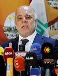 """El primer ministro de Irak, Haider al-Abadi, en una rueda de prensa en la localidad de Kirkuk, oct 14, 2016. Los precios del petróleo no alcanzarán los """"niveles deseados"""" por Irak antes de fines del 2018 o 2019, dijo el martes el primer ministro Haider al-Abadi.  REUTERS/Ako Rasheed"""