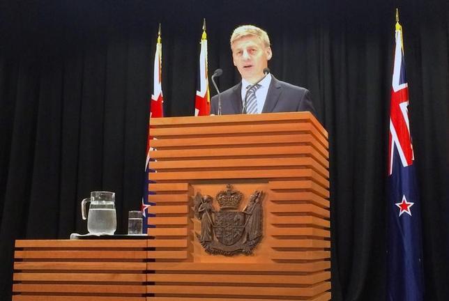 2月1日、ニュージーランドのイングリッシュ首相は1日、任期満了に伴う総選挙を9月23日に実施すると発表した。写真はウェリントンで総選挙について発表する同首相。(2017年 ロイター/Charlotte Greenfield)