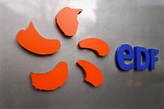 EDF envisage jusqu'à 5.100 suppressions de postes en France en trois ans dans le cadre de son plan d'économies. /Photo d'archives/REUTERS/Charles Platiau