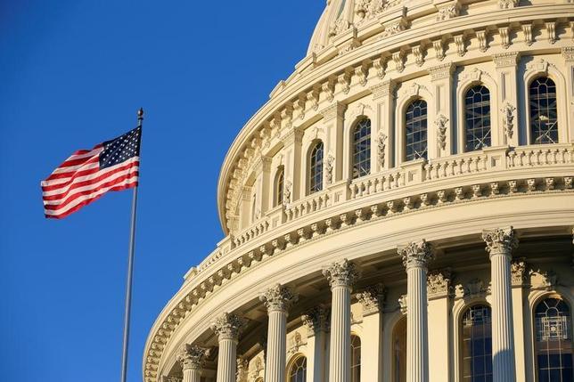 2月1日、米下院は、米エネルギー企業に対して外国政府への支払いに関する情報開示を義務付ける米証券取引委員会(SEC)の規則を撤廃することを可決した。写真は米議会議事堂。ワシントンで昨年11月撮影(2017年 ロイター/Joshua Roberts)