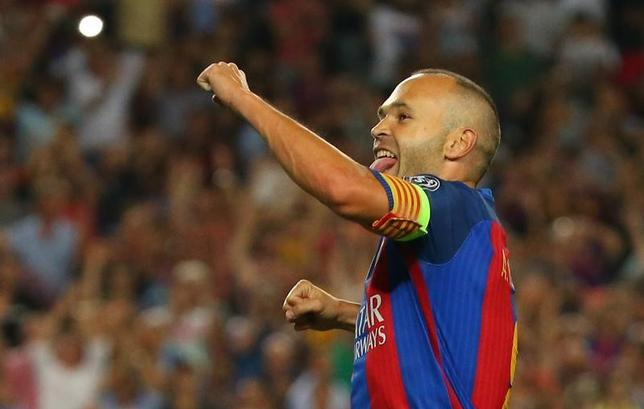 2月2日、サッカーのスペイン1部、バルセロナのアンドレス・イニエスタが負傷から回復し、トレーニングに復帰した。16年9月撮影(2017年 ロイター/Paul Hanna)