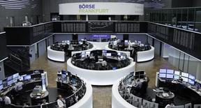 Les principales Bourses européennes ont ouvert en hausse vendredi. A Paris, l'indice CAC 40 avance de 0,65% vers 8h30 GMT. À Francfort, le Dax progresse de 0,25% et à Londres, le FTSE s'adjuge 0,13%. /Photo prise le 1er février 2017/REUTERS