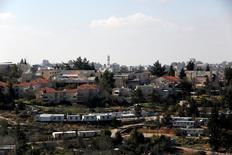 En la imagen, una vista general del asentamiento israelí de Bet El en Cisjordania, el 30 de enero de 2017. El Gobierno de Donald Trump dijo el jueves que la construcción de nuevos asentamientos israelíes o la expansión de los existentes en territorio ocupado podría no ayudar a lograr la paz con los palestinos, adoptando un tono más moderado que en sus anuncios previos favorables al Estado hebreo.REUTERS/Ronen Zvulun