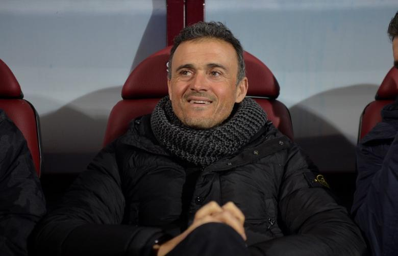 Football Soccer - Eibar v Barcelona - Spanish Liga Santander -  Ipurua, Eibar, Spain - 22/01/2017 Barcelona coach luis Enrique smiles before the match. REUTERS/Vincent West