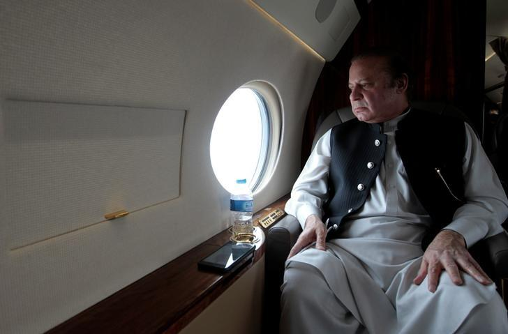 Pakistani Prime Minister Nawaz Sharif looks out the window of his plane after attending a ceremony to inaugurate the M9 motorway between Karachi and Hyderabad, Pakistan February 3,  2017. REUTERS/Caren Firouz