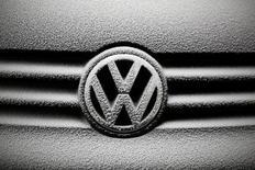Le distributeur de produits de la mer Deutsche See poursuit Volkswagen qu'il accuse de l'avoir trompé en lui présentant les véhicules qu'il lui a loués comme étant prétendûment conformes aux normes environnementales. /Photo prise le 17 décembre 2016/REUTERS/Kacper Pempel