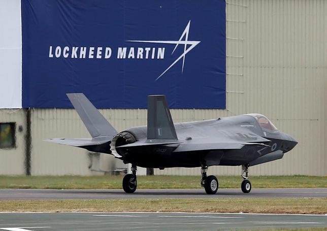 2月3日、米国防省は、防衛大手ロッキード・マーチンから90機の戦闘機F35を約85億ドルで購入することで合意したと明らかにした。写真は英国で昨年7月撮影(2017年 ロイター/Peter Nicholls)