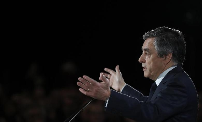 Francois Fillon, former French prime minister, member of The Republicans political party and 2017 presidential candidate of the French centre-right, attends a political rally in Charleville-Mezieres, France, February 2, 2017. REUTERS/Christian Hartmann -