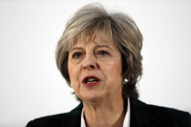 2月6日、英議会は6日から3日間、欧州連合(EU)に離脱を通知する権限をメイ首相に与える法案を審議するが、身内の保守党内に結束の乱れが見られ、与党が辛うじて過半数を維持している議会で法案が原案通りに可決されるかどうかは予断を許さない情勢になっている。写真は1月ロンドンでの代表撮影(2017年/ロイター)