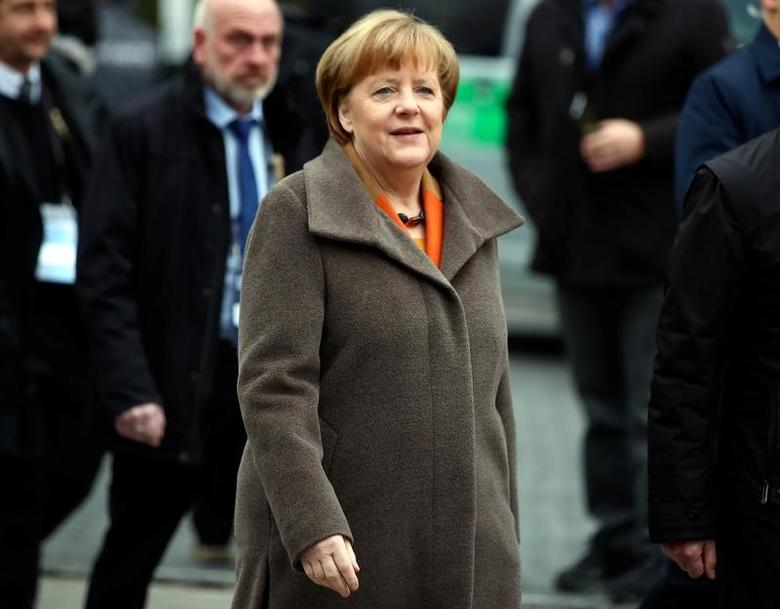German Chancellor Angela Merkel arrives for a meeting with Bavarian state premier and CSU leader Horst Seehofer to discuss their differences over refugee policy in Munich, southern Germany February 6, 2017. REUTERS/Michael Dalder