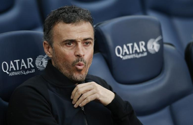 Football Soccer - Barcelona v Athletic Bilbao - Spanish La Liga Santander - Camp Nou stadium, Barcelona, Spain, 04/02/17 Barcelona's coach Luis Enrique Martinez reacts in the bench before match. REUTERS/Albert Gea