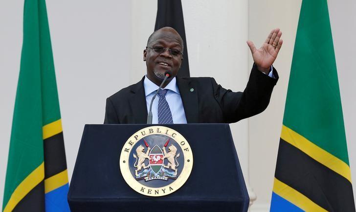 Tanzania's President John Magufuli addresses a news conference during his official visit to Nairobi, Kenya October 31, 2016. REUTERS/Thomas Mukoya/File Photo