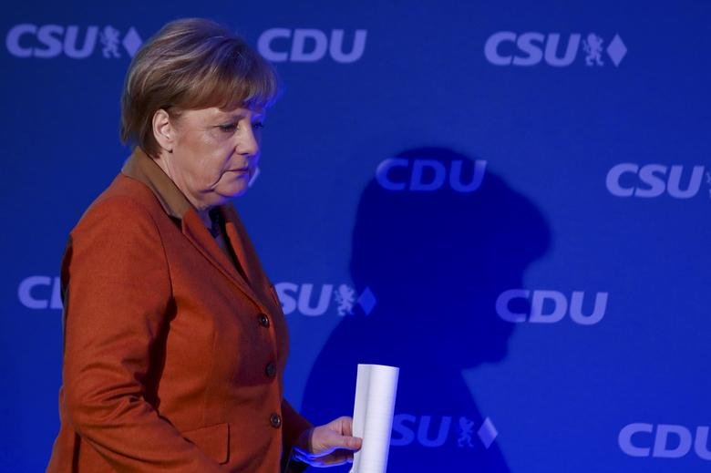 Angela Merkel, German Chancellor and leader of the conservative Christian Democratic Union party CDU casts a shadow as she arrives for a news conference with Horst Seehofer, federal state premier of Bavaria and chairman of the CDU's Bavarian sister party Christian Social Union (CSU) following their meeting to end their differences on the refugee policy in Munich, southern Germany, February 6, 2017.  REUTERS/Michael Dalder