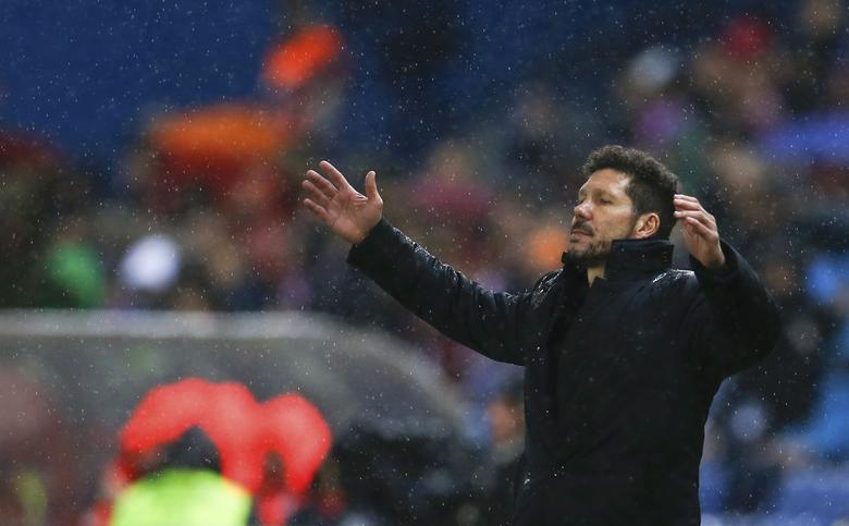 Football Soccer - Atletico Madrid v Leganes - Spanish La Liga Santander - Vicente Calderon stadium, Madrid, Spain, 04/02/17 Atletico Madrid's coach Diego ''Cholo'' Simeone reacts during the match.  REUTERS/Javier Barbancho