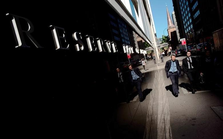 People walk past the Reserve Bank of Australia Building in Sydney's central business district, May 5, 2016. REUTERS/Jason Reed/File Photo