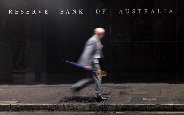 2月7日、オーストラリア準備銀行(RBA、中央銀行)は、政策金利のオフィシャルキャッシュレートを過去最低の1.50%に据え置くことを決定した。写真はシドニーで2015年11月撮影(2017年 ロイター/Jason Reed)