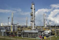 Una planta de gas natural de Las Malvinas en el Cuzco, Perú. 4 de agosto 2014. Reino Unido recibirá su primer cargamento de gas natural licuado (GNL) desde Perú hacia fin de mes, a bordo del tanquero Gallina, según datos del sitio de internet de Perupetro.REUTERS/Enrique Castro-Mendivil