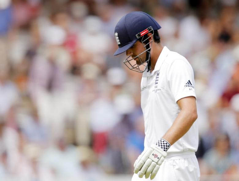 Cricket - England v Australia - Investec Ashes Test Series Second Test - Lord?s - 19/7/15England's Alistair Cook walks off the field after being dismissedAction Images via Reuters / Andrew CouldridgeLivepic