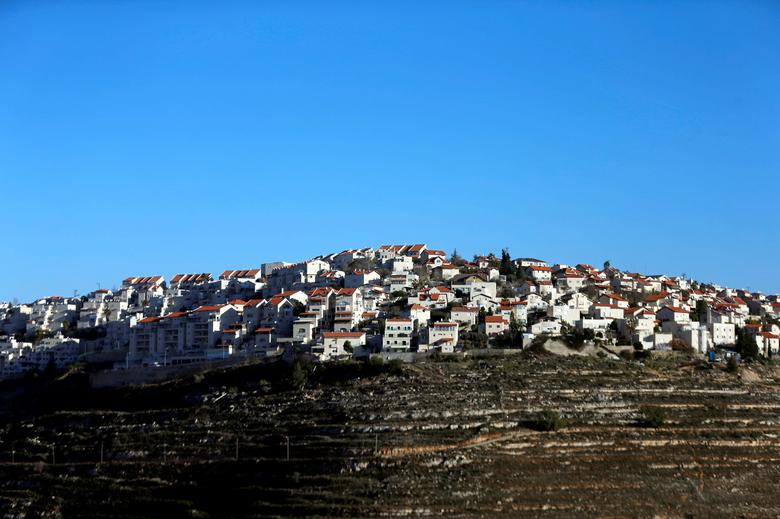 Houses are seen atop a hill in the Israeli settlement of Givat Ze'ev, in the occupied West Bank February 7, 2017. REUTERS/Ammar Awad