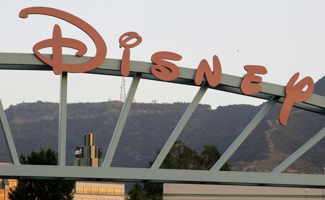 2月7日、米娯楽大手ウォルト・ディズニーの第1・四半期(10─12月)決算は、市場予想に反して減収となった。写真は同社のロゴ。カリフォルニア州で2012年5月撮影(2017年 ロイター/Fred Prouser)