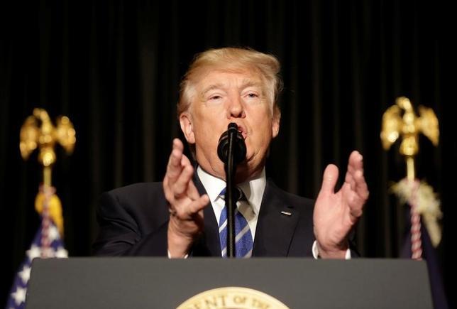2月8日、米入国制限をめぐる裁判に関連して、トランプ大統領は司法制度批判のトーンを強めた。(2017年 ロイター/Joshua Roberts)