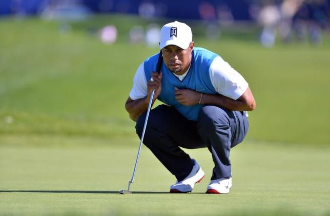 2月8日、男子ゴルフの元世界ランク1位、タイガー・ウッズは、近年相次いだ腰やひざの故障を経て、「絶好調」に戻る見込みがもうないことを受け入れたという。カリフォルニア州ラホヤで1月撮影(2017年 ロイター/Orlando Ramirez-USA TODAY Sports)