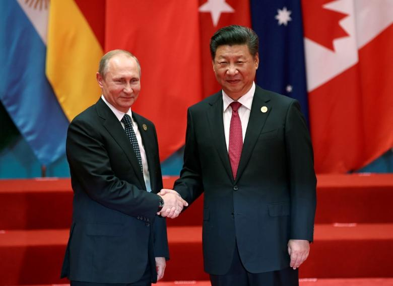Chinese President Xi Jinping shakes hands with Russian President Vladimir Putin during the G20 Summit in Hangzhou, Zhejiang province, China September 4, 2016. REUTERS/Damir Sagolj