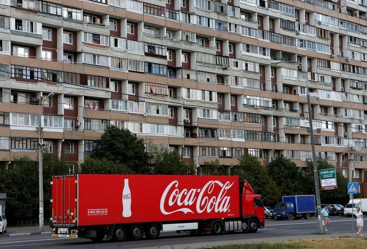 FILE PHOTO -  A truck transports bottles from the Coca-Cola company on the outskirts of Moscow, August 6, 2014.  REUTERS/Maxim Shemetov/File Photo