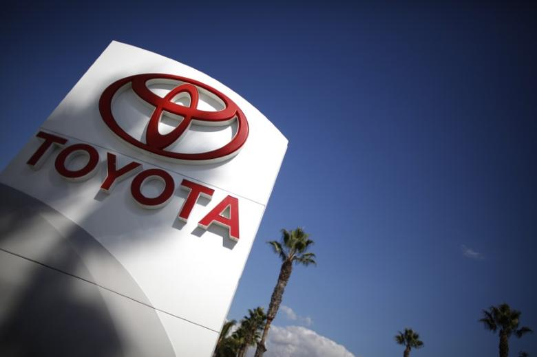 FILE PHOTO - A Toyota dealership is seen in Los Angeles October 10, 2012. REUTERS/Lucy Nicholson
