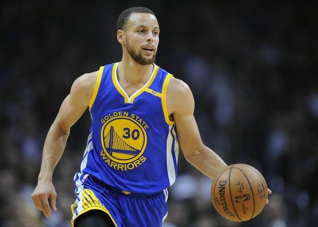 February 2, 2017; Los Angeles, CA, USA; Golden State Warriors guard Stephen Curry (30) brings the ball up court against the Los Angeles Clippers during the first half at Staples Center. Mandatory Credit: Gary A. Vasquez-USA TODAY Sports