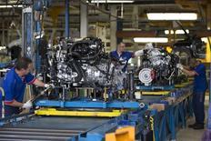 La production industrielle de la France est repartie en baisse en décembre après son vif rebond du mois précédent, se contractant de 0,9% sous l'effet d'un recul dans la quasi-totalité des grands secteurs. /Photo d'archives/REUTERS/Philippe Wojazer