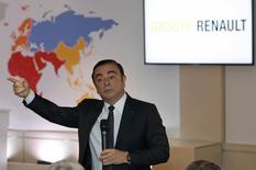 Presidente y CEO de la Alianza Renault-Nissan, Carlos Ghosn, interviene durante la presentación de los resultados anuales de la automotriz francesa Renault 2016 en su sede en Boulogne-Billancourt, Francia. 10 de febrero 2017. El fabricante francés de automóviles Renault informó el viernes que el año pasado alcanzó un nuevo récord de ventas y ganancias, y estableció nuevos objetivos a mediano plazo después de que sus utilidades se vieran impulsadas por la renovación integral de su gama de productos.REUTERS/Philippe Wojazer