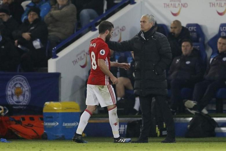 Britain Soccer Football - Leicester City v Manchester United - Premier League - King Power Stadium - 5/2/17 Manchester United manager Jose Mourinho congratulates Juan Mata as he is substituted  Reuters / Darren Staples Livepic