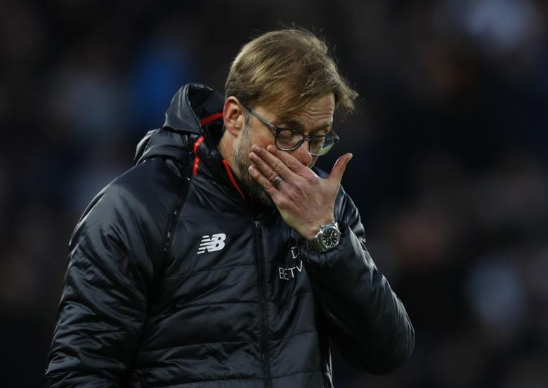 Britain Football Soccer - Hull City v Liverpool - Premier League - The Kingston Communications Stadium - 4/2/17 Liverpool manager Juergen Klopp looks dejected  Reuters / Phil Noble Livepic