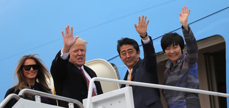 U.S. President Donald Trump and his wife Melania (L) wave with Japanese Prime Minister Shinzo Abe (2nd R) and his wife Akie Abe while boarding Air Force One as they depart for Palm Beach, Florida, at Joint Base Andrews, Maryland, U.S., February 10, 2017. REUTERS/Carlos Barria