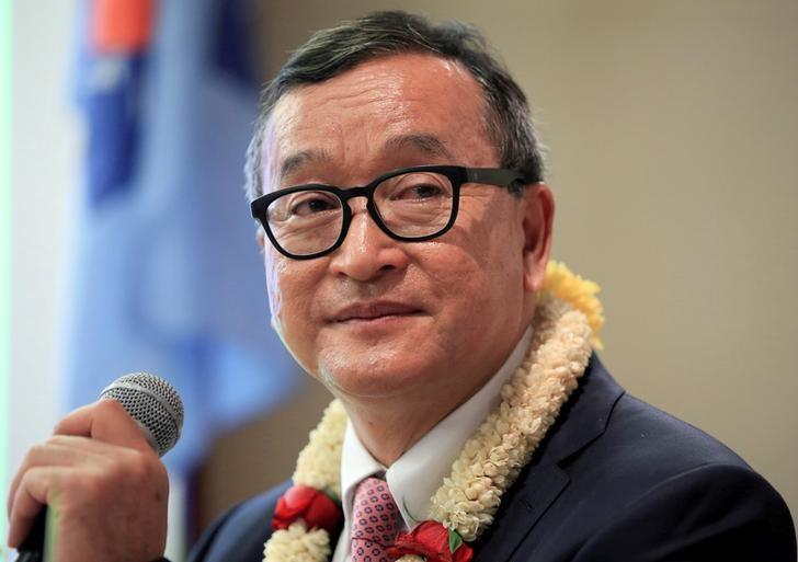 Cambodian opposition leader Sam Rainsy delivers a speech to members of the Cambodia National Rescue Party (CNRP) at a hotel in metro Manila, Philippines June 29, 2016. REUTERS/Romeo Ranoco/File Photo